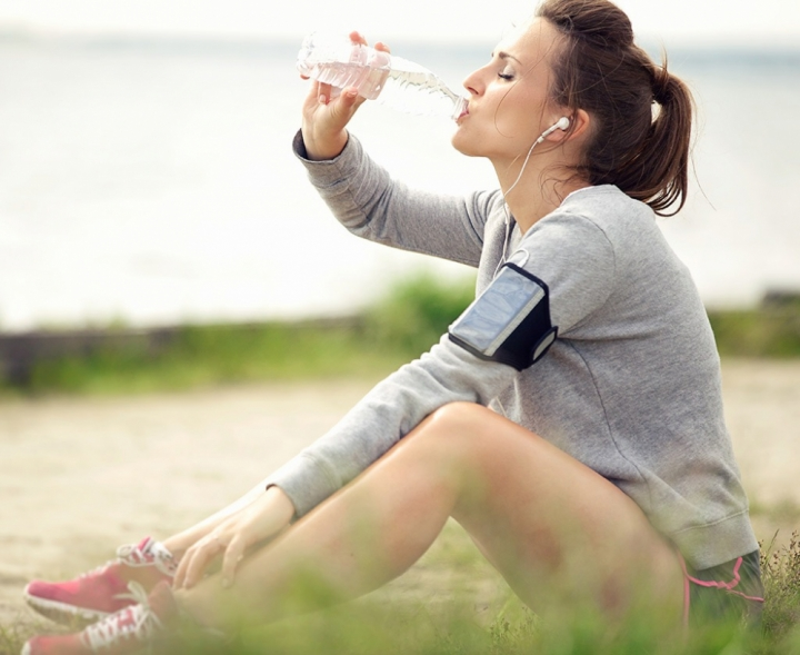 woman-drinking-water-6-ways-boost-your-metabolism-1331