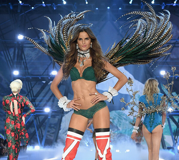 Izabel-Goulart-Sexiest-Victoria-Secret-Moments