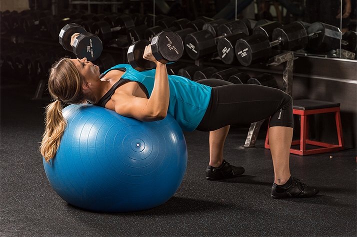 5-exercises-not-to-do-at-the-gym-graphics-dumbbel-bench-press-on-swiss-ball-1028