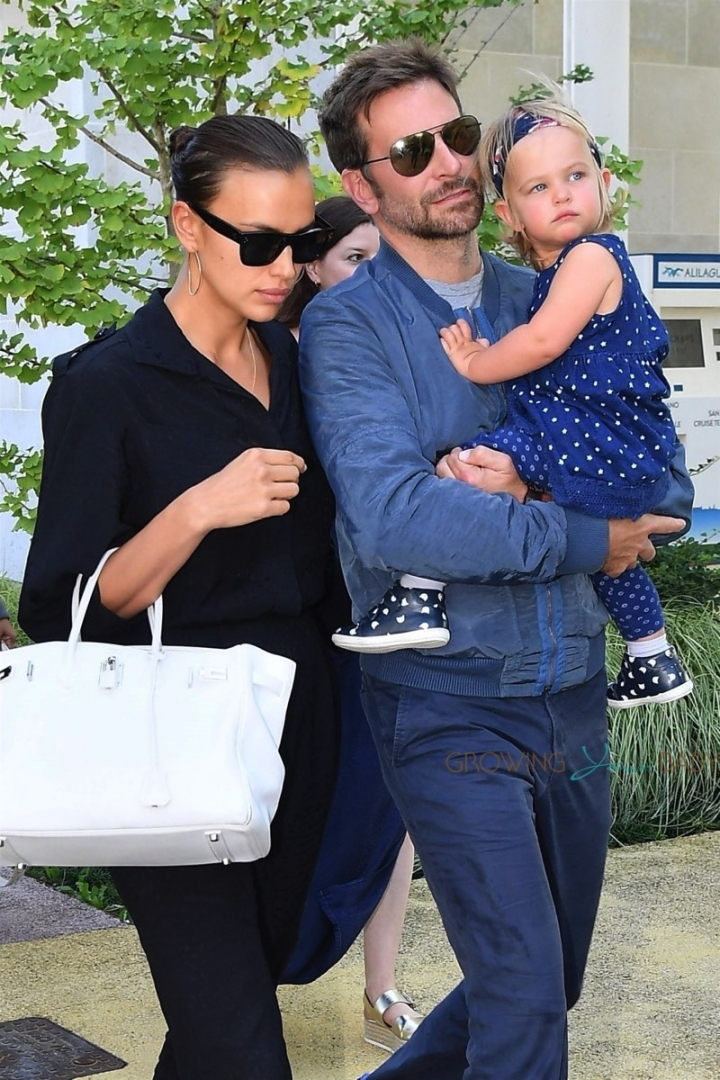 1559813480-451-bradley-cooper-and-irina-shayk-arrive-with-their-daughter-lea-in-venice-1559810594-width800height1200