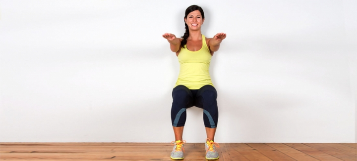 how-to-do-wall-sit-squats-1404