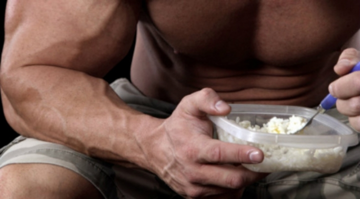 bodybuilder-eating_0