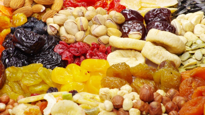 heap_dried_fruit_candied_fruit_nuts_76699_2048x1152-2038