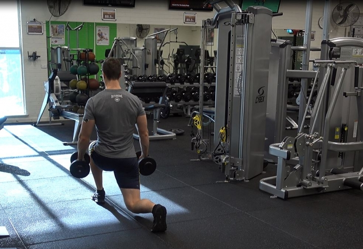 Dumbbell_Walking_Lunges_Finish