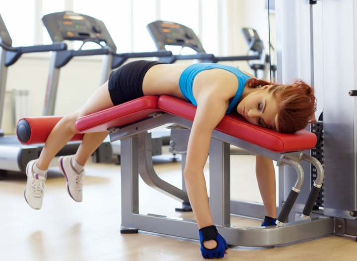tired-gym-workout-overtraining-1100